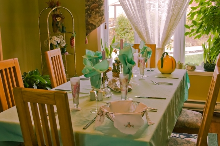 Manners are a big part of family dinner. Children tweens and teens can learn to behave at family dinner table at Thanksgiving. Good manners start at home. Make it a game. Make it fun. Thanksgiving can be a relaxing time for families. Manners are a good chore to have in Mass., CT, MA , NH, RI and VT.